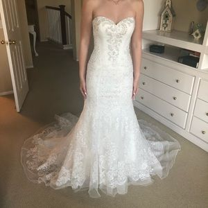 Ivory Oleg Cassini Wedding Dress with Train